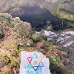 八百万(ヤオヨロズ)白龍現る! 富士の樹海に在します水の神 山梨・竜宮洞穴